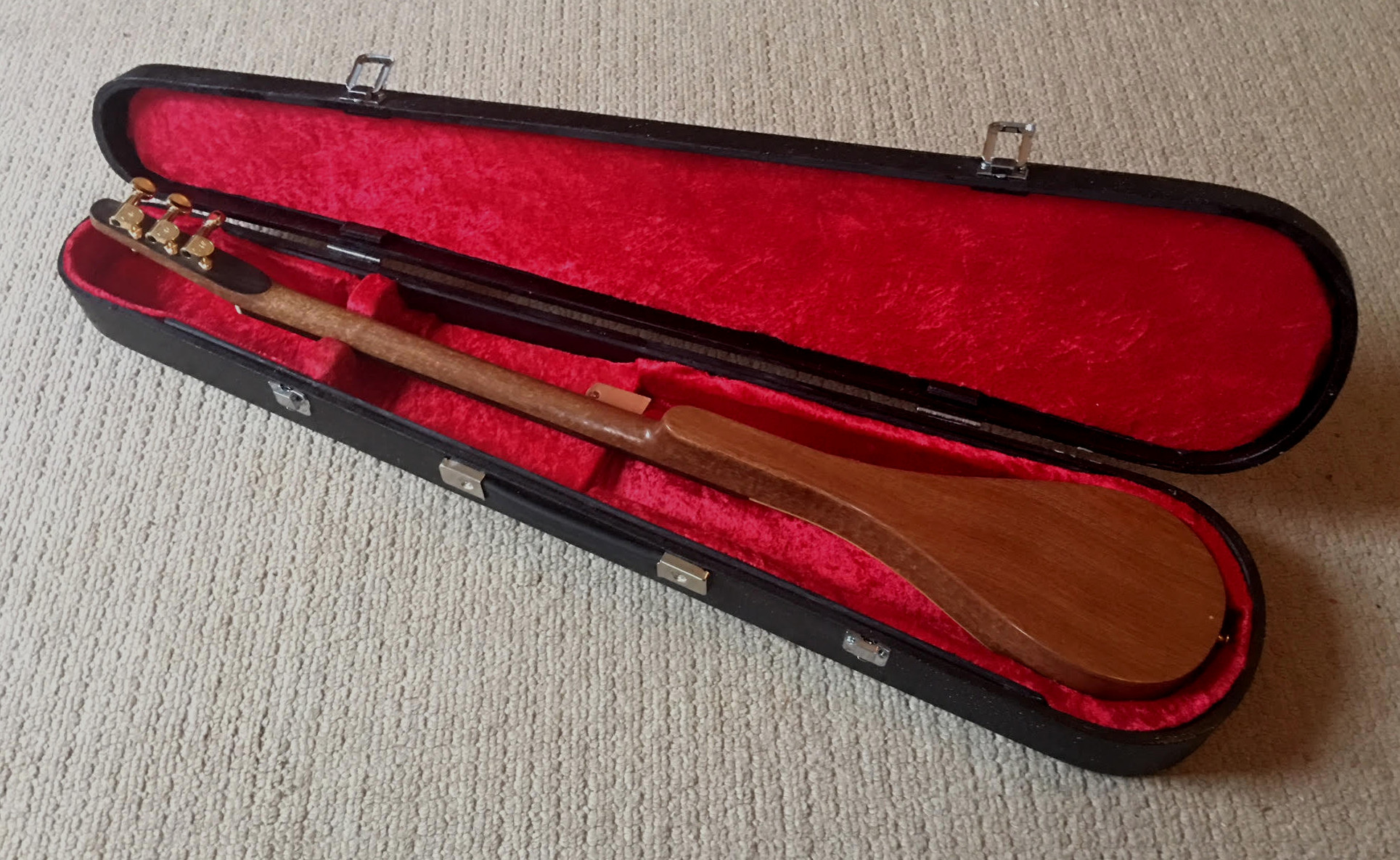 back of stick dulcimer